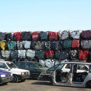 El negocio rentable de la demolición de coches