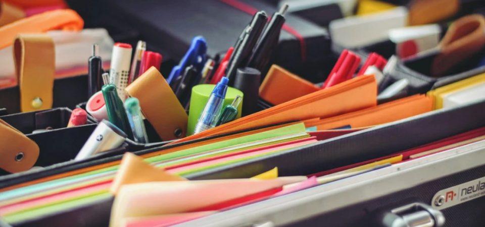 Cómo ahorrar dinero en la compra de material de oficina